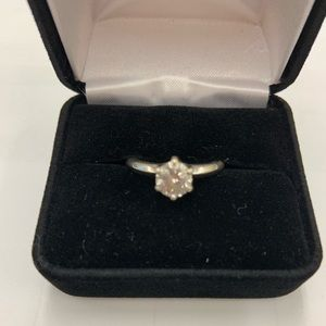 Beautiful 1.08 ct. diamond solitaire ring